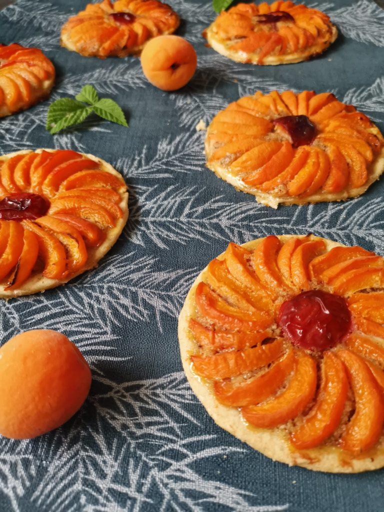Tartelette abricots et noisettes /cœur de prune.